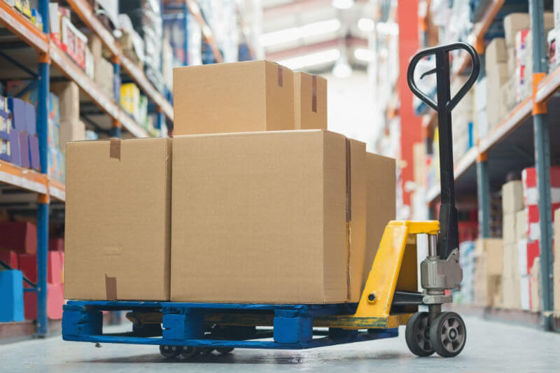 Should You Use Wood or Plastic For Your Pallet Delivery?